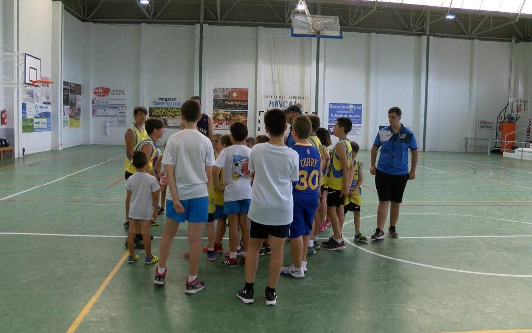 El CB Toxiria organiza un campus de verano en el que participan unos cuarenta niños