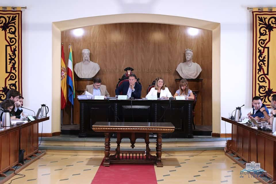 El equipo de gobierno municipal sale al paso de las críticas de «los sueldos»