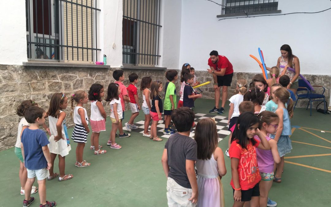 Divertida jornada de globos en la Escuela de Verano de Torredonjimeno