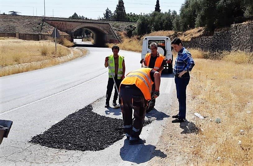 El Ayuntamiento mejora el firme de la carretera de la Enira para ganar en seguridad