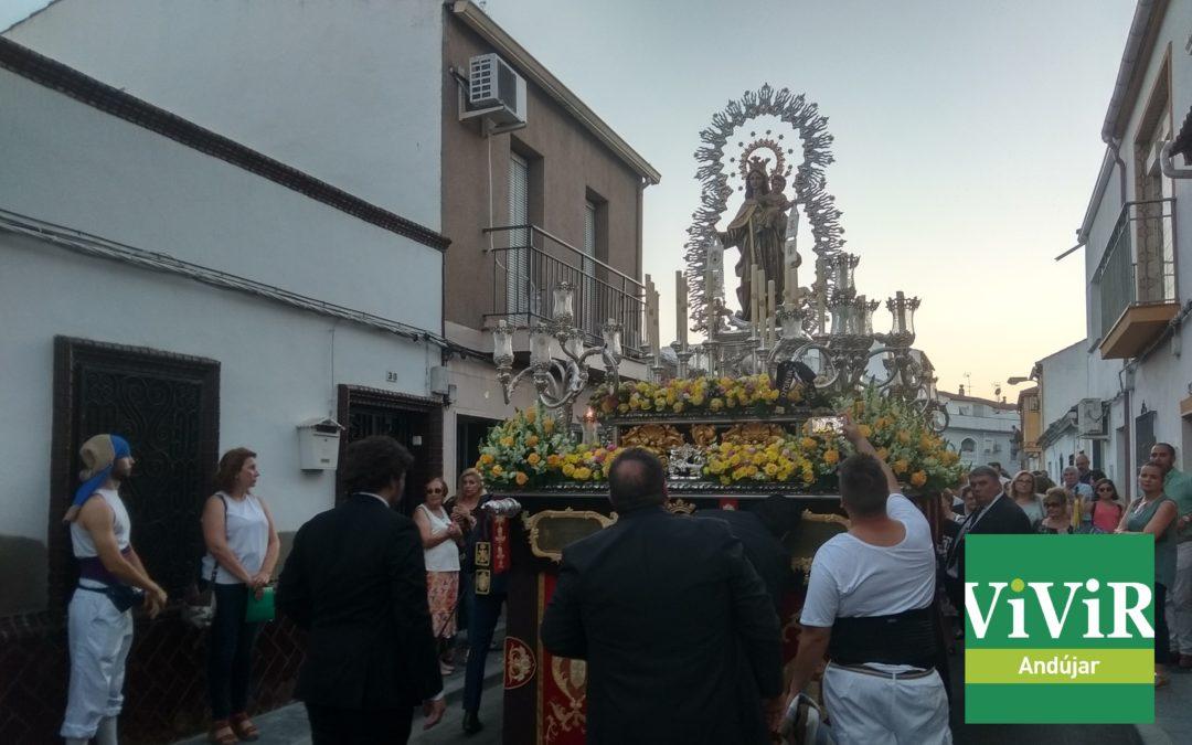 La Virgen del Carmen se adueña de la noche «lagunillera»