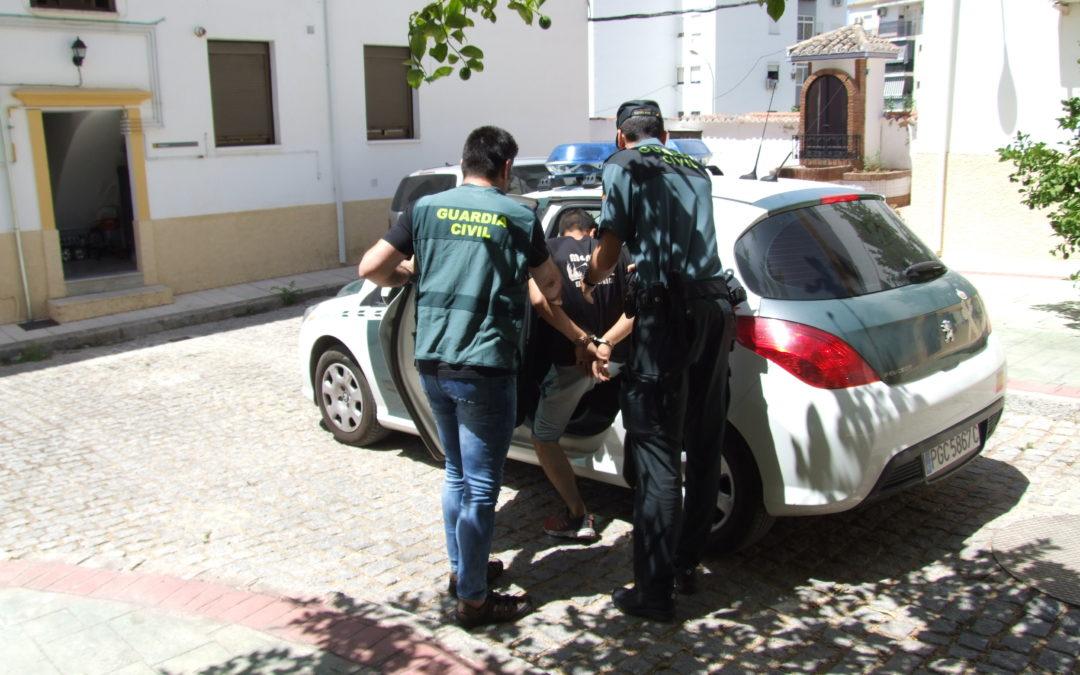 La Guardia Civil, detiene a dos personas en Martos, como presuntos autores de un delito continuado de robo con fuerza