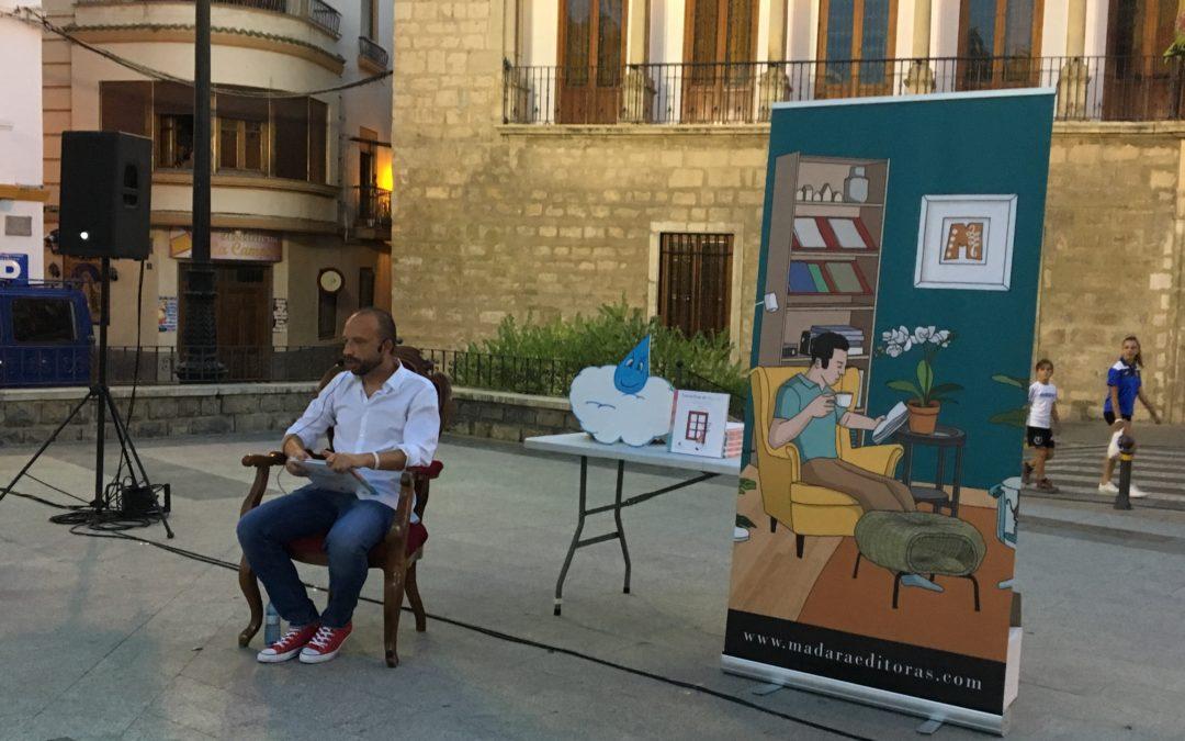Adolfo Horno protagoniza un cuentacuentos en la Plaza de la Constitución