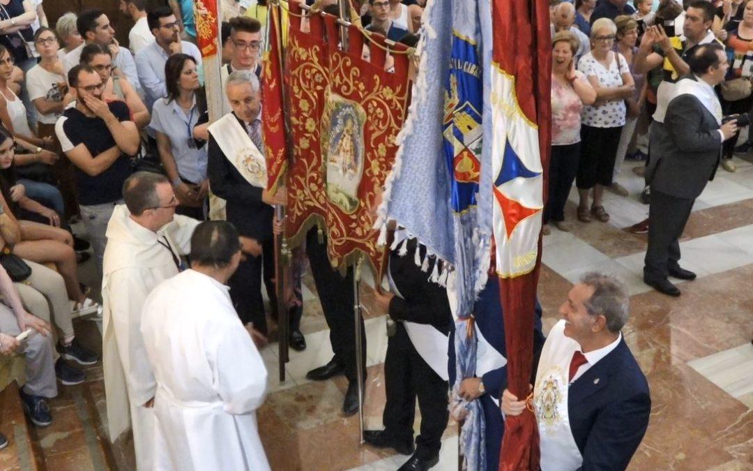 La Cofradía de la Virgen de la Cabeza estrena banderas en la Aparición