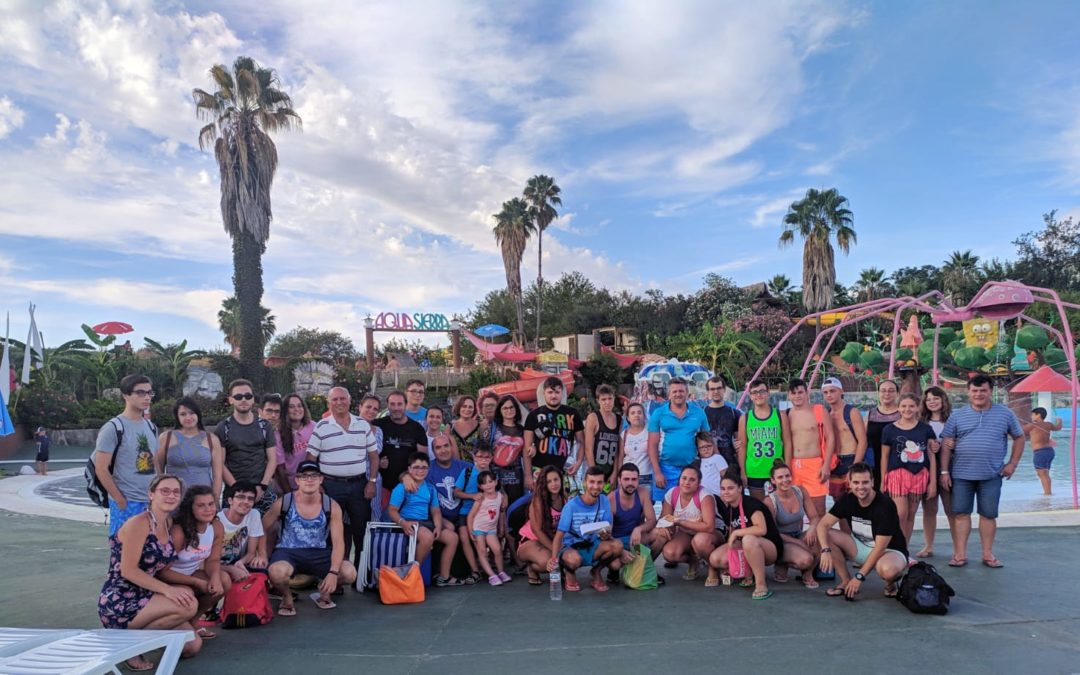 Éxito de participación en el viaje al parque acuático de Córdoba organizado por Juventud