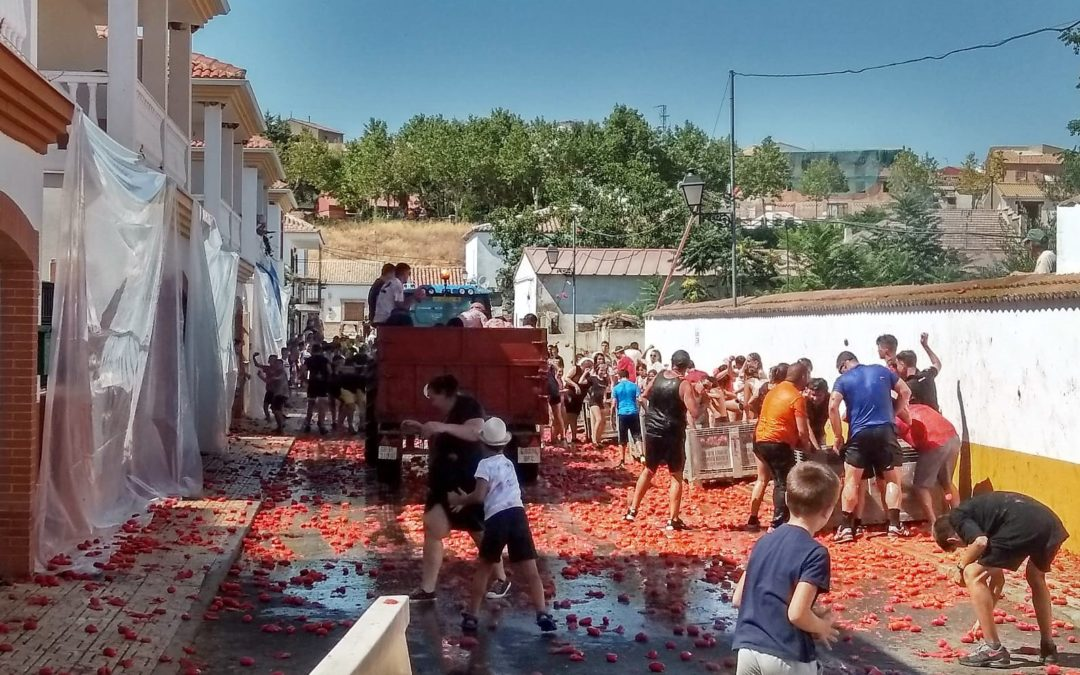 Santa Elena se tiñe de rojo en su particular Tomatina