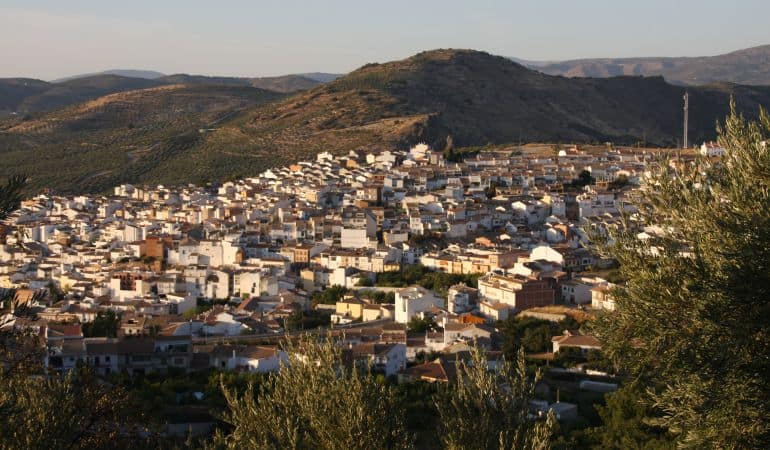 La renta en Castillo de Locubín varía en 700 euros según el lugar de residencia