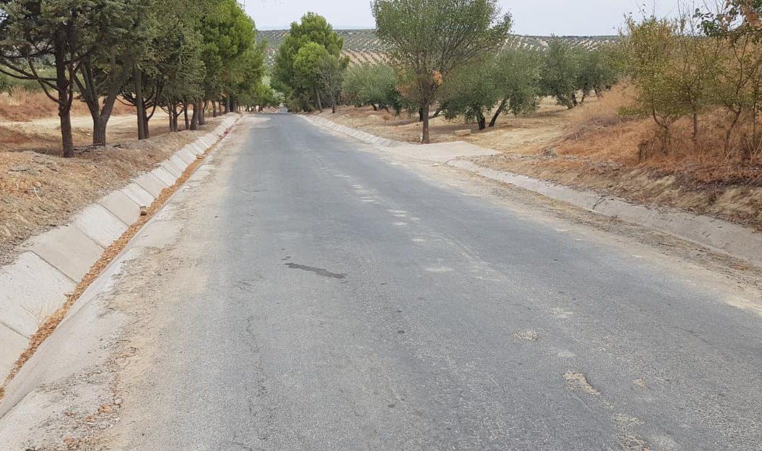 El Ayuntamiento de Lopera concluye el arreglo de tres caminos rurales