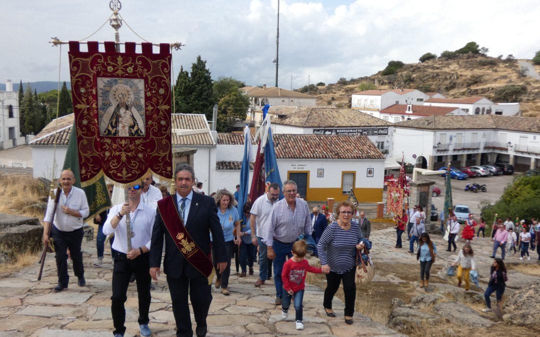 La Cofradía de la Virgen de la Cabeza celebra una convivencia junto a La Morenita