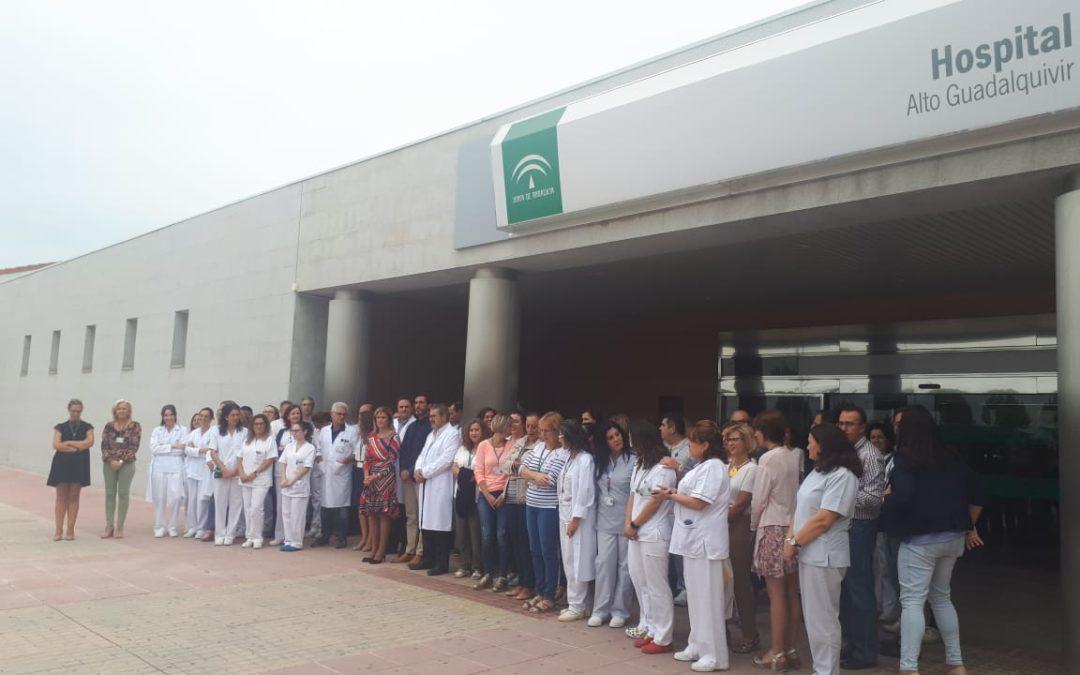 Concentración como repulsa a una agresión a profesionales del Hospital Alto Guadalquivir