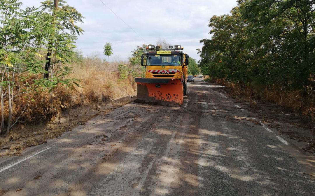 La Junta interviene de urgencia en la limpieza de la carretera a Arjonilla tras la tormenta