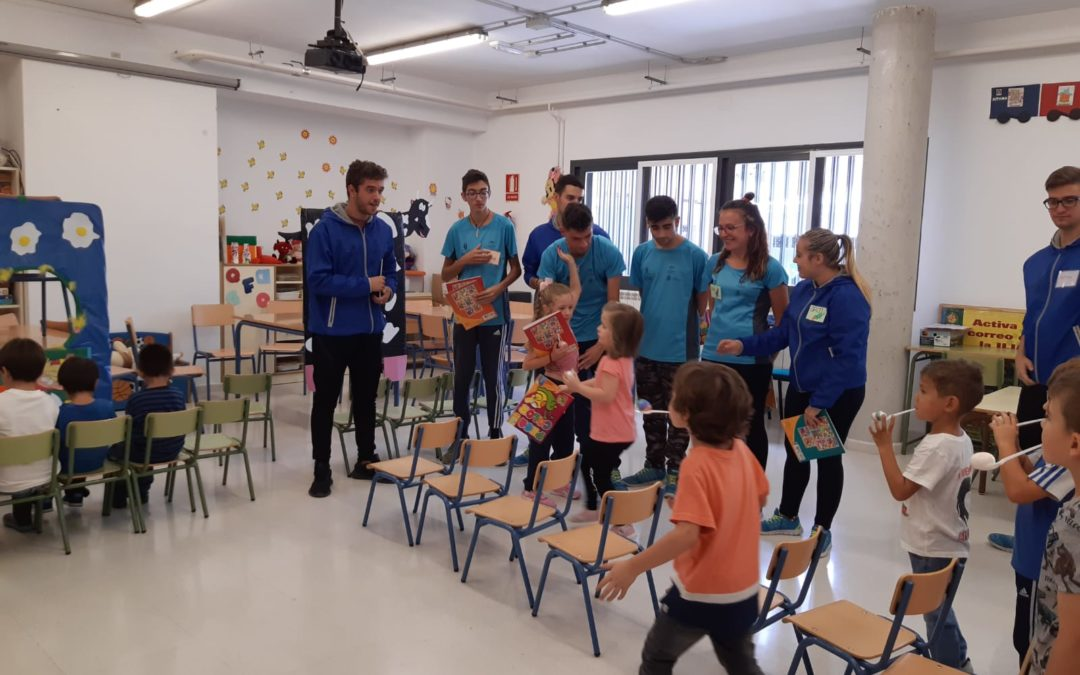 El alumnado de la escuela taller prepara una actividad para el fomento de la lectura