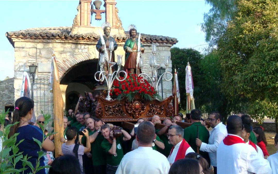 Los Santos Patronos son trasladados a la iglesia de San Pedro
