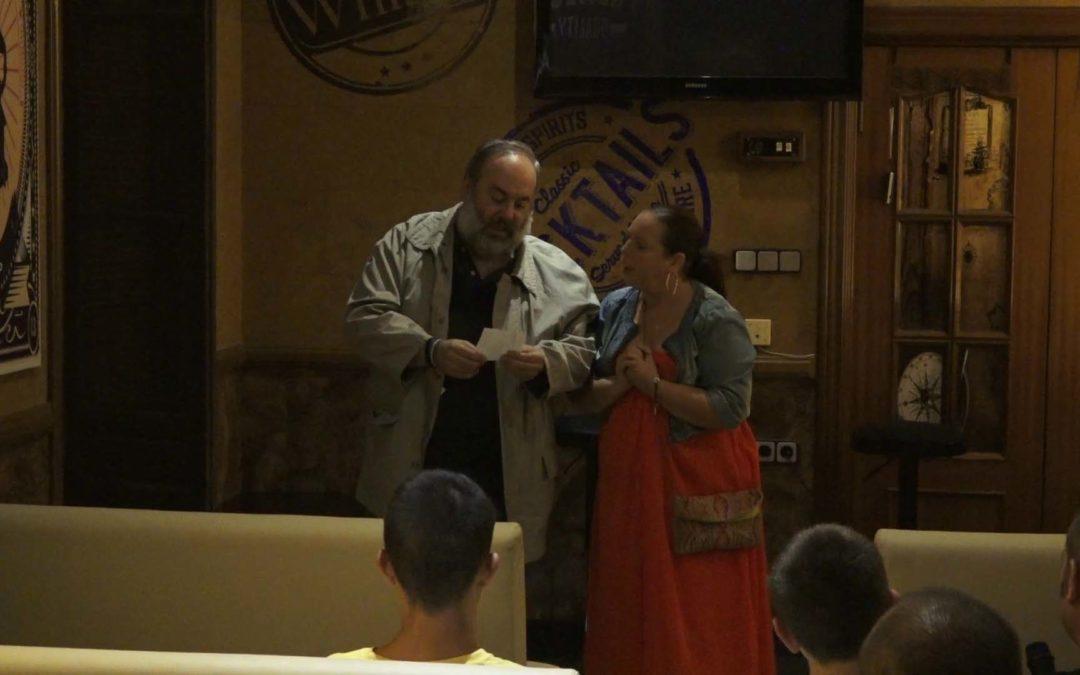 Mari Ángeles y Jesús García subieron al escenario para comenzar una noche de versos y copas