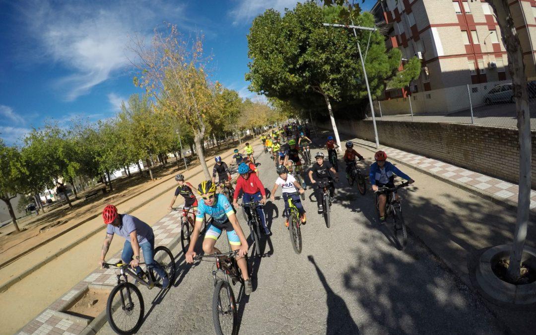 Más de cien personas se suman al Día de la Bici