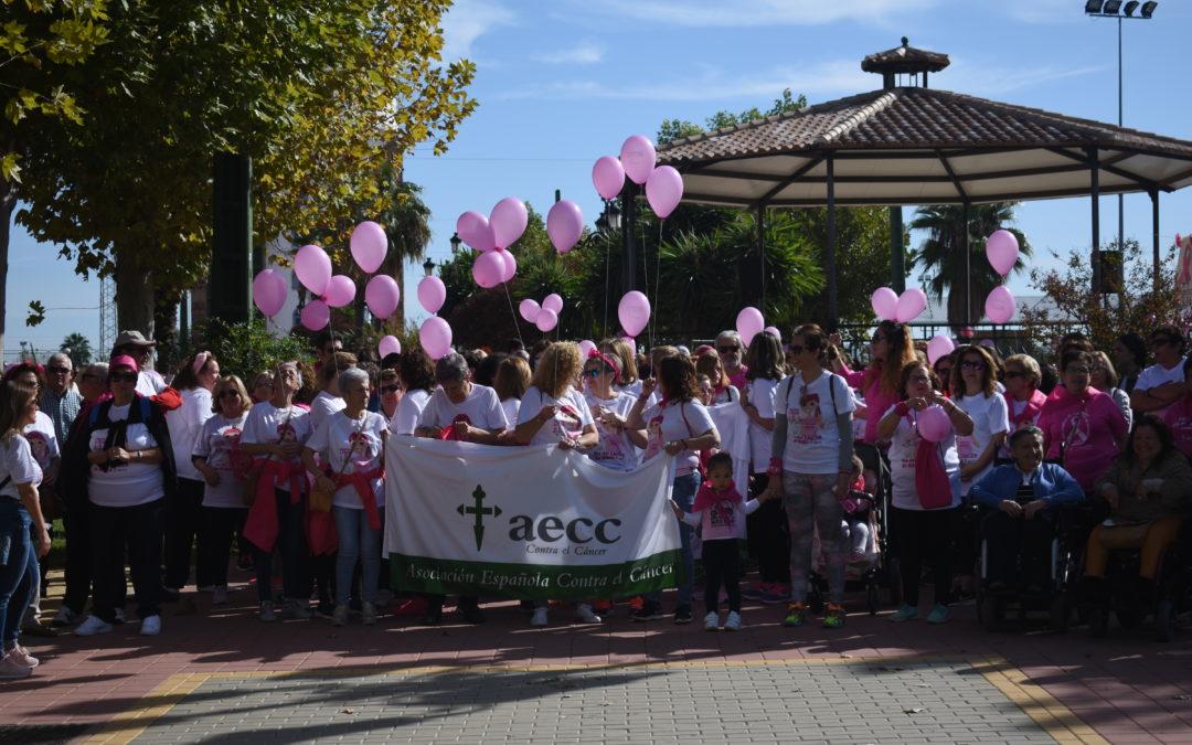 Marmolejo se muestra solidaria en la marcha contra el cáncer de mama