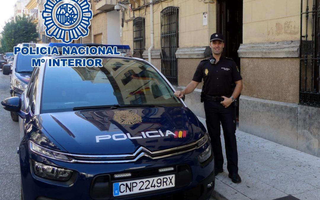 Un Policía Nacional de Andújar fuera de servicio salva la vida de un bebé en plena madrugada