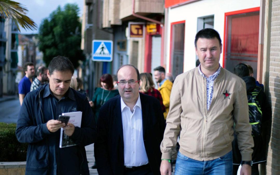 Iceta comparte con el PSOE de Linares su preocupación por la situación de Cataluña