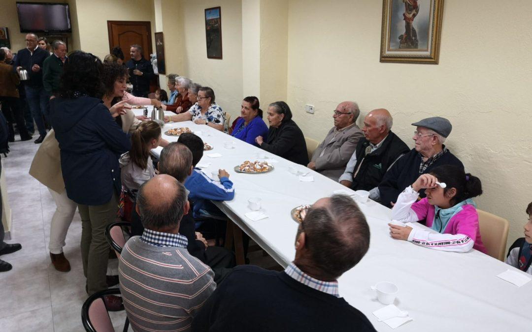 Buñuelos y chocolate en la sede de la Asocación de Mayores de San Miguel