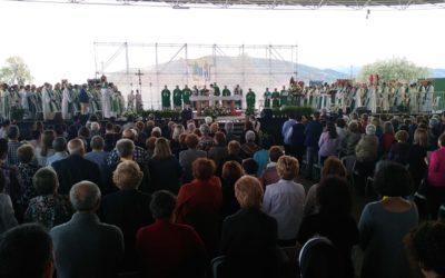 Diez mil personas asisten a la Feria de la Fe