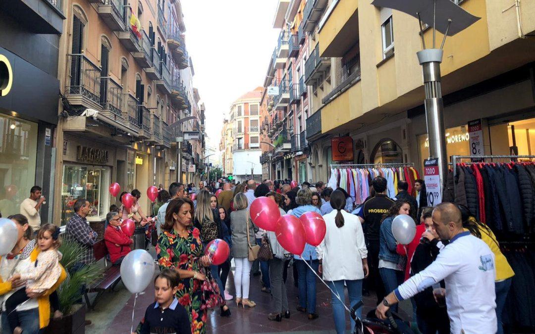 Linares respalda en la calle a su comercio más próximo