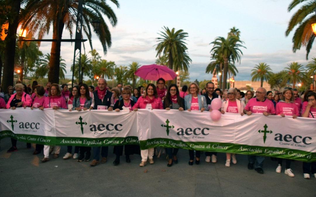Una marea rosa y solidaria toma las calles de Linares