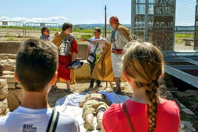 Cástulo se abre a las familias para celebrar el Día de Andalucía