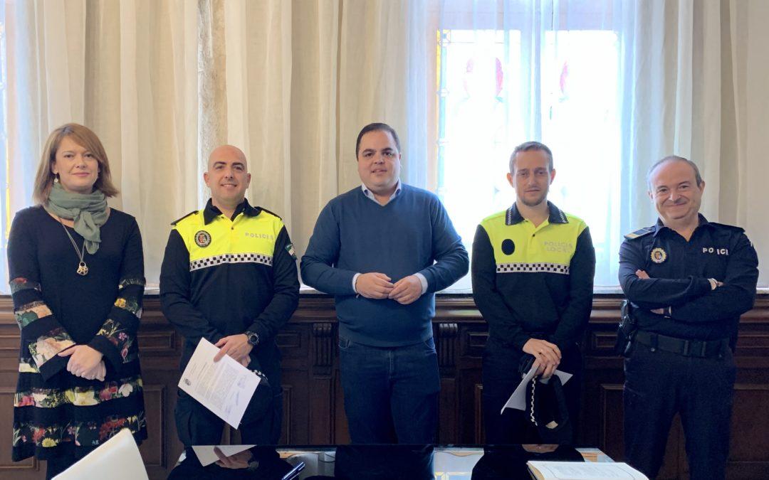 Dos nuevos agentes refuerzan el cuerpo de Policía Local