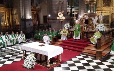 El obispo, Amadeo Rodríguez, ordena diáconos a tres seminaristas