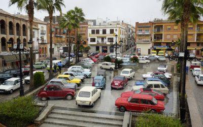 Cerca de un centenar de coches clásicos han recorrido Torredonjimeno durante este fin de semana
