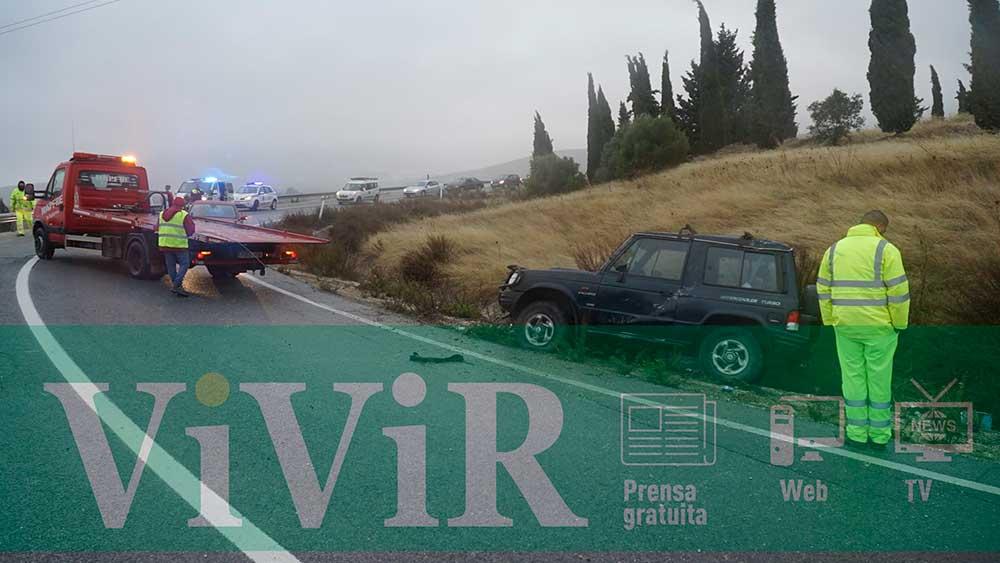 La salida de vía de un todoterreno en Torredonjimeno produce atascos en la A-316