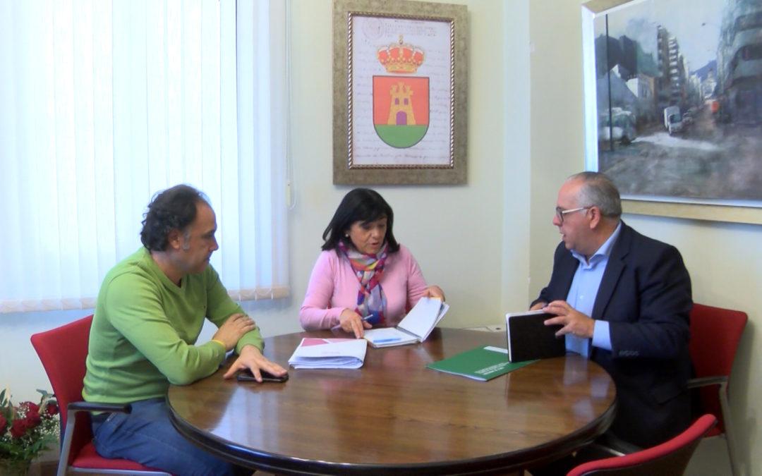 Reunión de trabajo del delegado de fomento y la alcaldesa de Torredelcampo