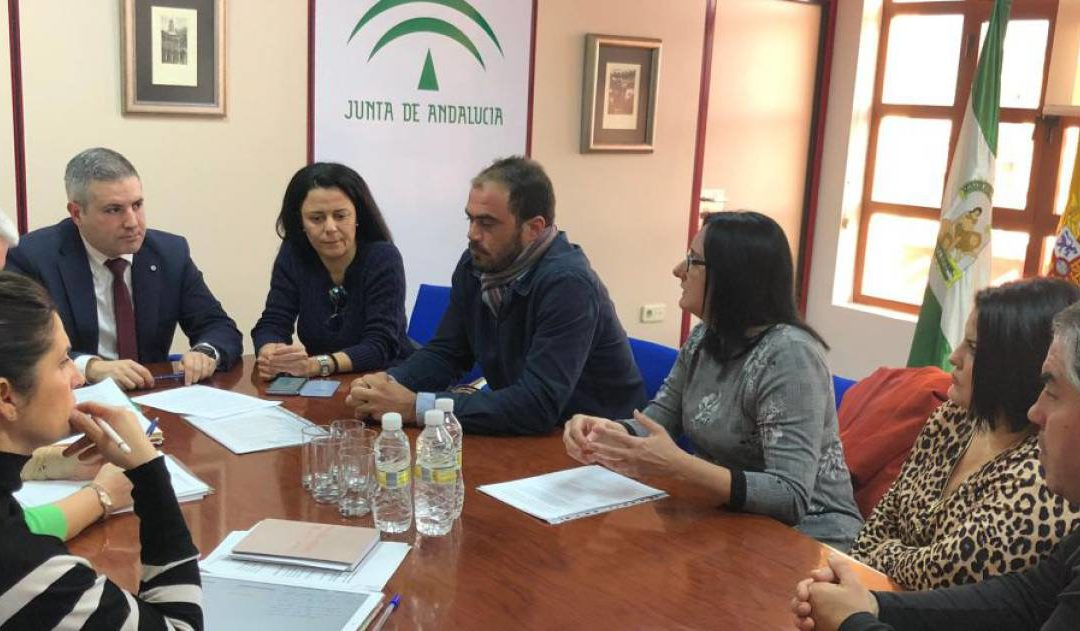 Reunión para solucionar el problema del transporte escolar en Alcaudete