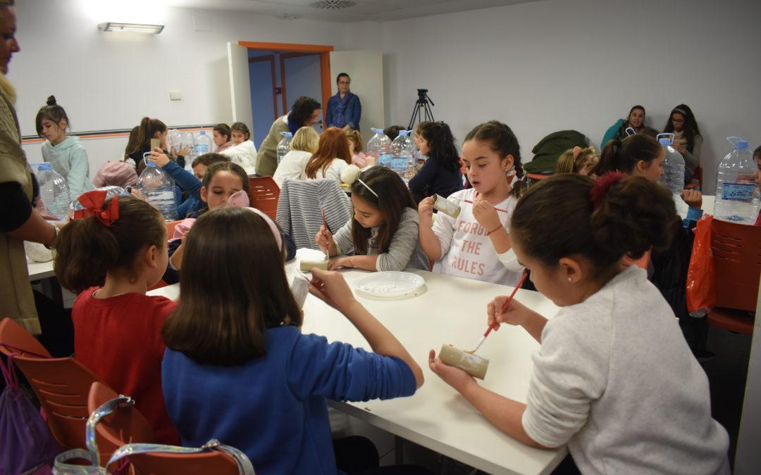 Un divertido taller de reciclaje para concienciar a los más pequeños