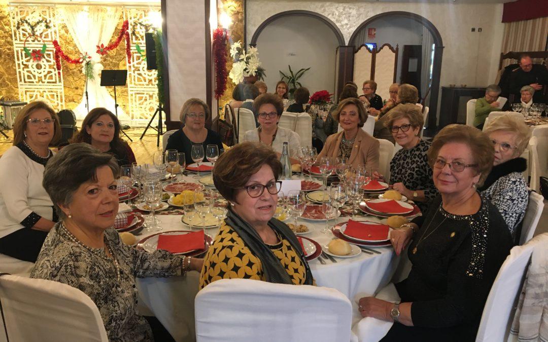 Cerca de 90 mujeres de la Asociación de Amas de Casa se dan cita en el Twist