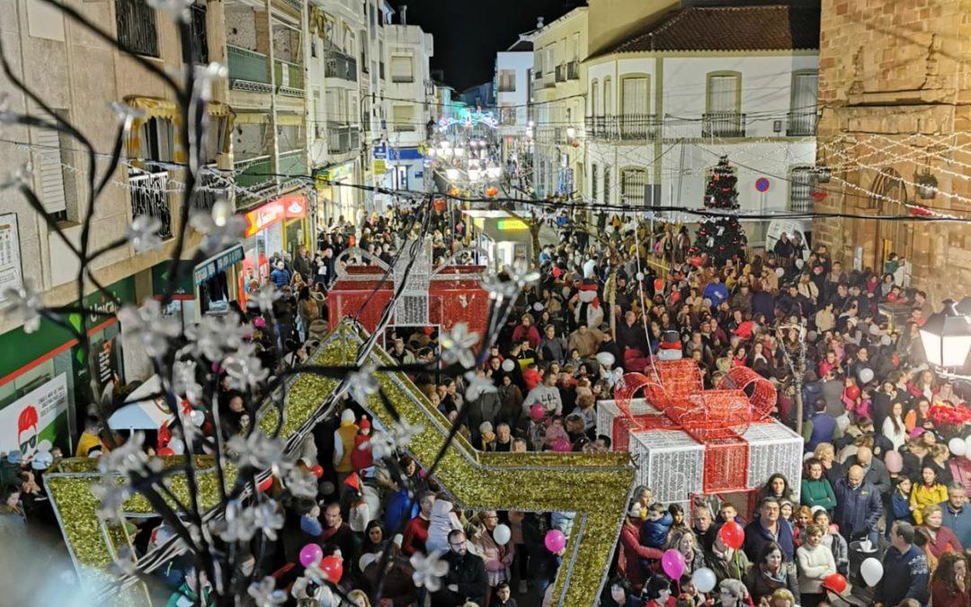 Marmolejo enciende la Navidad con un acto multitudinario en el centro de la localidad