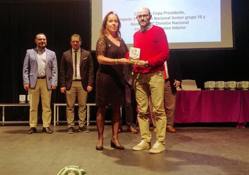 El técnico torrecampeño Javier Roca reconocido en la Asamblea Anual de Entrenadores de Fútbol y Fútbol Sala