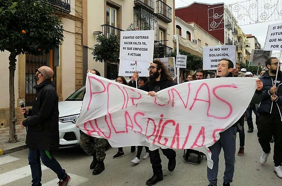 """Protesta estudiantil por unas """"aulas dignas"""" en el Pablo de Olavide"""