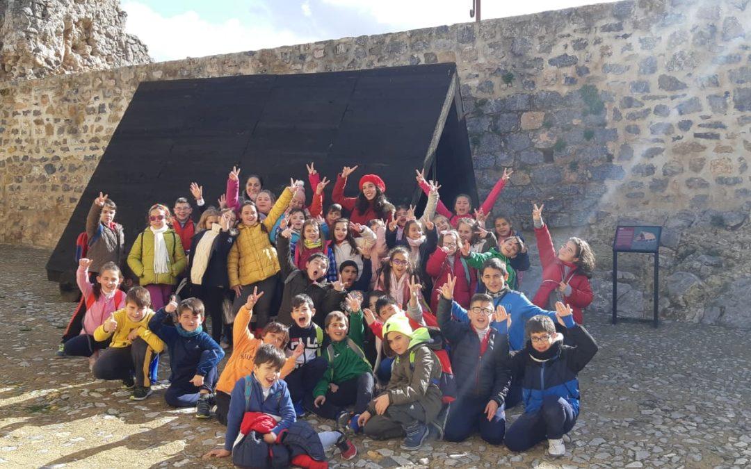 """Los niños de Castillo de Locubín """"tomaron"""" el castillo de Alcaudete"""