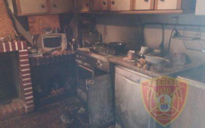 Afectada una persona por inhalación de humo en el incendio de su cocina