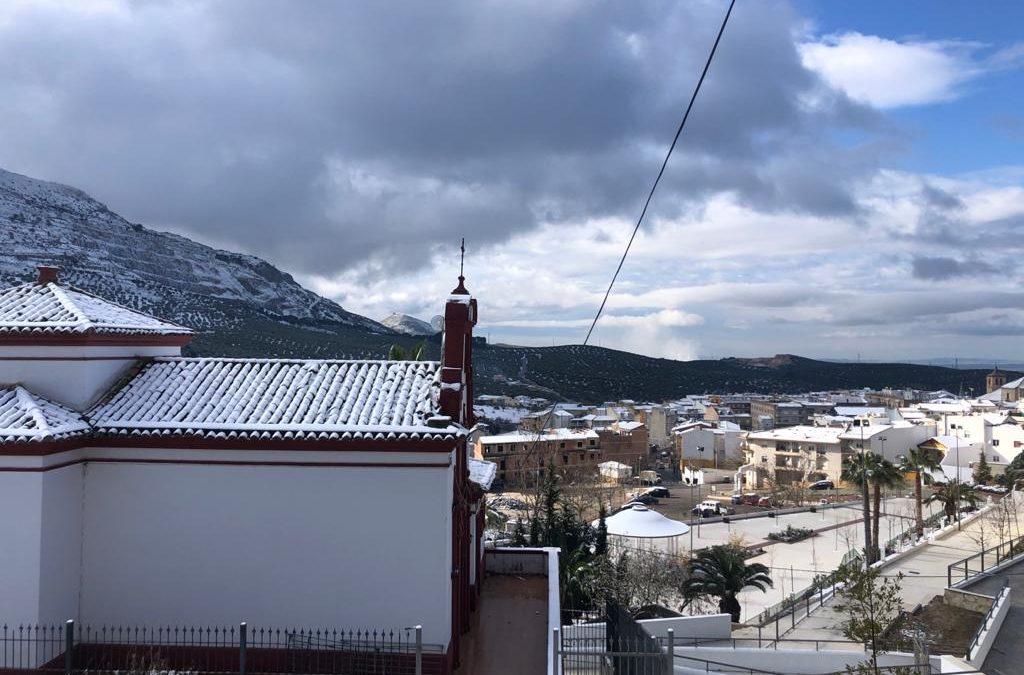 Jamilena amanece vestida de blanco y anuncia que pronto celebrará los chiscos de San Antón