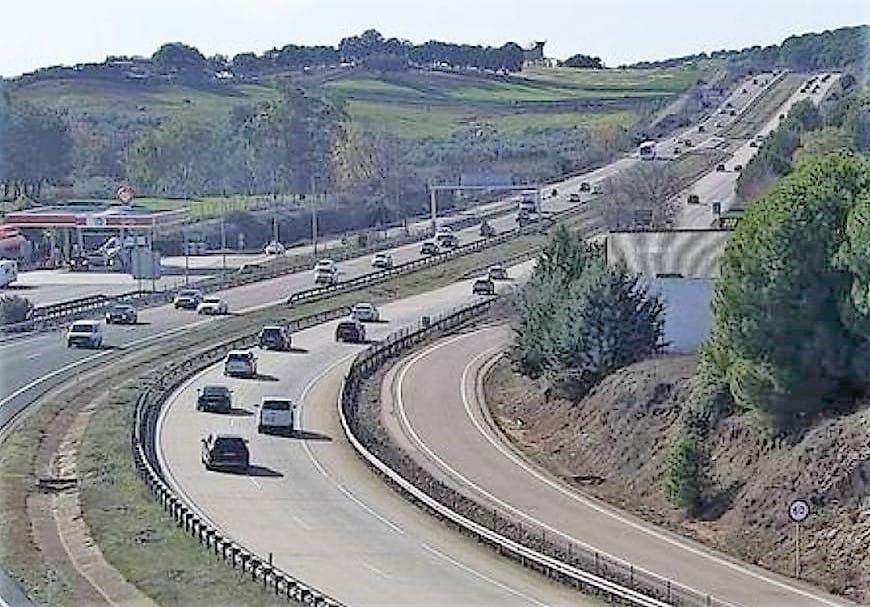 Arrestado un camionero por conducir más de 4 kilómetros en sentido contrario por la A-4