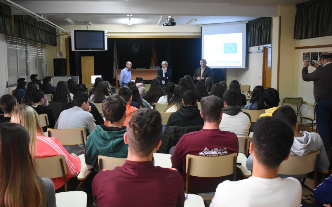 El presidente de Europa en Suma ofrece una conferencia en el IES Ciudad de Arjona