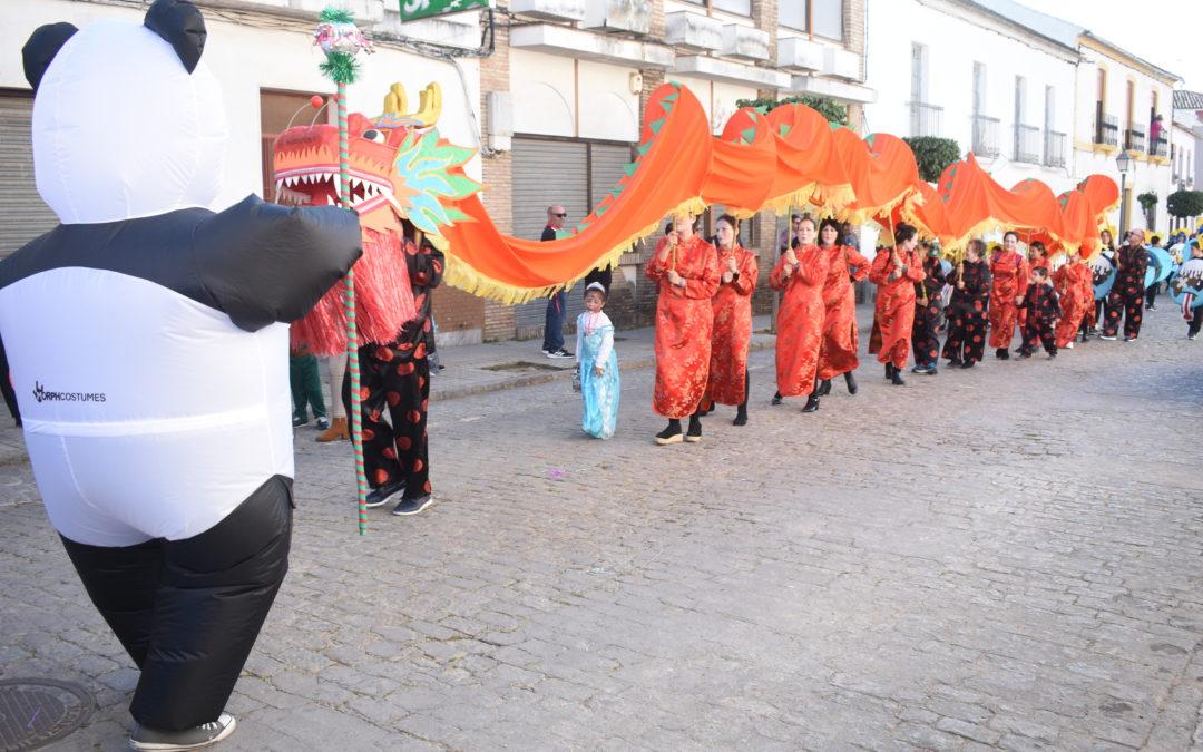 Marmolejo vibra con el carnaval en la calle