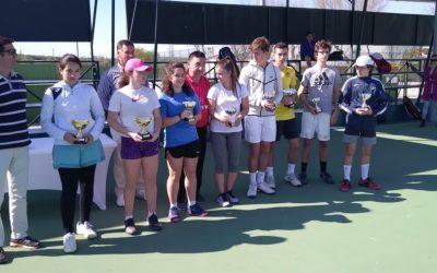Araceli Moya y Marina Calvillo ganan el Campeonato Provincial Infantil de tenis