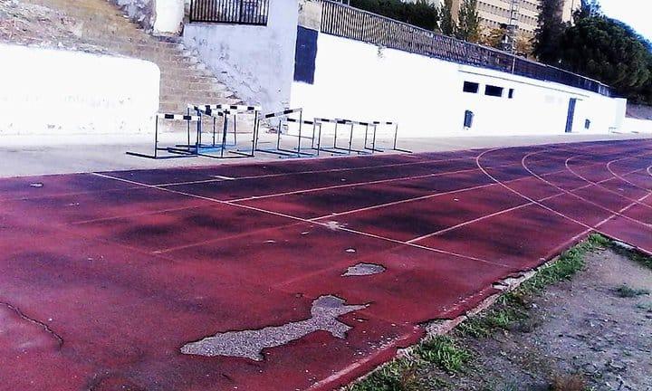 """Los atletas de Linares consideran un """"error"""" remodelar la pista del Mariano de la Paz"""