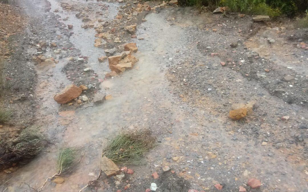 Denuncian el mal estado del carril de Fuente Lino