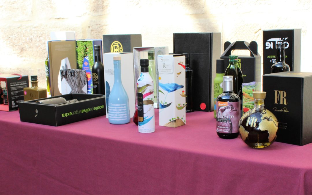 El Ministerio trabaja en un decreto que prohibirá el uso de botellas y garrafas de plástico para envasar aceites virgen extra