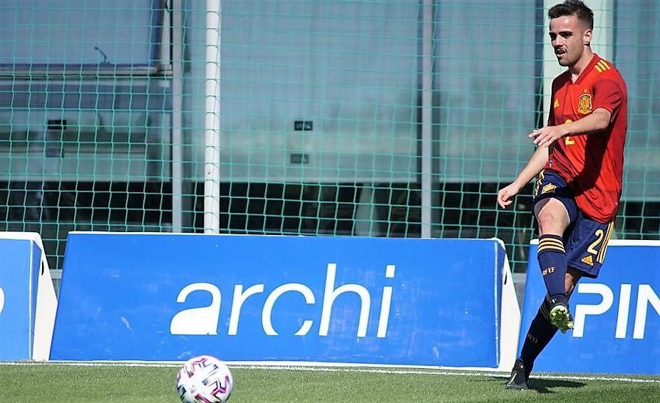 Ismael Casas, titular con España en el empate ante Dinamarca