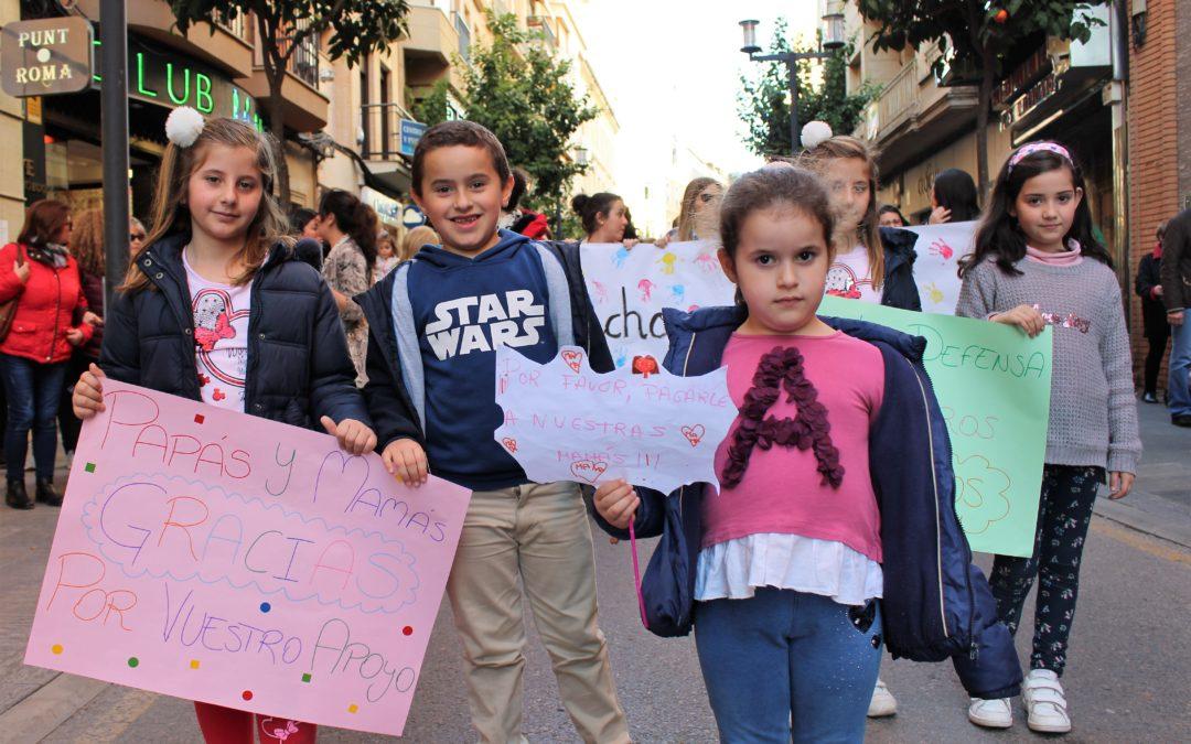 Padres y educadoras reclaman en la calle una solución definitiva para las guarderías